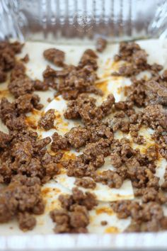 Taco Lasagna is made with soft flour tortillas, seasoned taco ground beef, and pico de gallo. Mexican Dishes, Mexican Food Recipes, Beef Recipes, Cooking Recipes, Retro Recipes, Dip Recipes, New Recipes For Dinner, Delicious Dinner Recipes, Decks