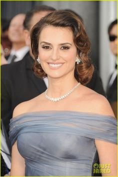Penelope Cruz Dazzles in Chopard  The 37-year-old Spanish actress, who served as a presenter for the Academy Awards ceremony, wears a riviera style necklace and diamond ear clips.