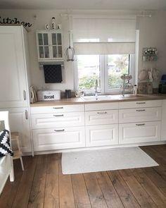 Kitchendreams- 10 Fakten über meine Küche-moderner Landhausstil Kitchen Sets, Kitchen Tiles, Kitchen Modern, Beige Kitchen, Country Kitchen, Kitchen Flooring, Rustic Kitchen, Kitchen Island, Kitchen Cabinets