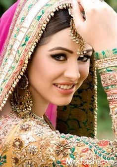 Several certified designers are producing their own indian wedding pictures collections such as wedding pictures ideas sharara, gharara, lahanga marriage wedding dresses pictures, formal celebration and wedding. Indian Bridal Wear, Asian Bridal, Pakistani Wedding Dresses, Bride Indian, Bridal Mehndi, Indian Weddings, Bridal Beauty, Bridal Makeup, Bridal Tips
