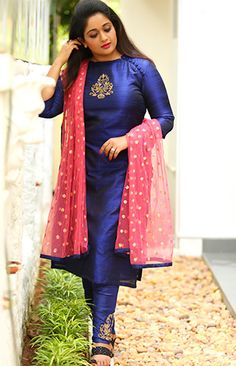 Stunning Pictures of Kavya Madhavan Kurta Designs Women, Kurti Neck Designs, Dress Neck Designs, Salwar Designs, Kurti Designs Party Wear, Blouse Designs, Churidhar Designs, Salwar Pattern, Saree Shopping