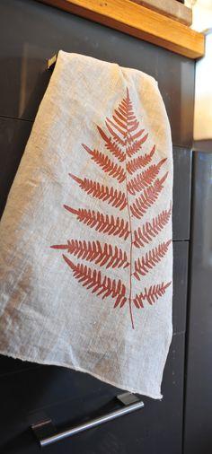 Linen Tea Towel with Fern Print por RubyFarms en Etsy
