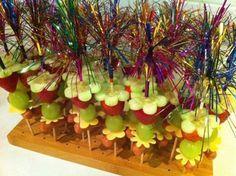 Fruit traktatie meisje 66 Ideas for 2019 Healthy Birthday Treats, Healthy Treats, Snacks Für Party, Party Treats, Food Carving, School Treats, Party Buffet, Food Humor, Cute Food