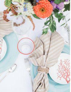 Coastal style table setting - perfect for summer weddings. Photo by @nomadicnewlywds