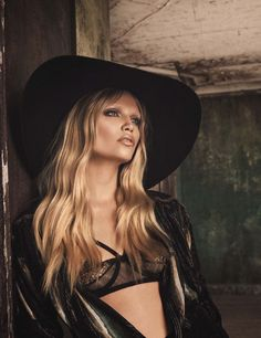 Natasha Poly by Luici and Iango for Vogue Germany October 2014. Smokey eye and golden lip.