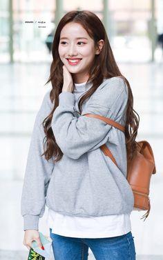Kpop Girl Groups, Korean Girl Groups, Kpop Girls, Pretty People, Beautiful People, Kpop Outfits, Fashion Outfits, Chinese Actress, Beautiful Actresses