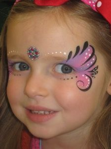 Simple face painting designs are not hard. Many people think that in order to have a great face painting creation, they have to use complex designs, rather then Butterfly Face Paint, Butterfly Makeup, Butterfly Costume, Butterfly Eyes, Simple Butterfly, Girl Face Painting, Painting For Kids, Body Painting, Face Paintings