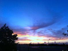Atardecer de hoy, 8 de julio, en Guaynabo, Puerto Rico. Foto José E. Maldonado © www.miprv.com