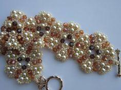 Pearl Bracelet with 4mm SW bicones. Браслет из бисера и жемчуга .