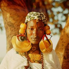 Photographic Print: A Fulah Woman Photographed at Mopti : Mexican Outfit, African Jewelry, Tribal Jewelry, African Beauty, African Men, African Dress, We Are The World, African Culture, Black Girl Magic