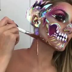 Looking for for inspiration for your Halloween make-up? Browse around this website for perfect Halloween makeup looks. Makeup Fx, Clown Makeup, Skull Makeup, Costume Makeup, Bunny Makeup, Pop Art Costume, Beautiful Halloween Makeup, Halloween Makeup Looks, Halloween Makeup Sugar Skull