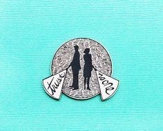 X-Files trust no one acrylic brooch pin por sweetandlovely en Etsy