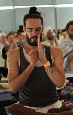 Russel Brand Staged A Walkout At A Yoga Studio Because Huh?   Videogum