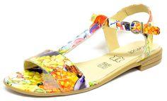 #Sandalette sur un petit talon de 2 cm. Multicolore et fantaisie pour l'été #chaussurefemme , #grandetaille, #grandepointure, #femme, #mode , #gay, #travesti