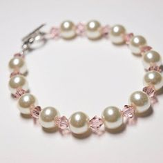 DIY Pearl and Crystal bracelet: A step-by-step tutorial on how to make this beautiful bracelet.