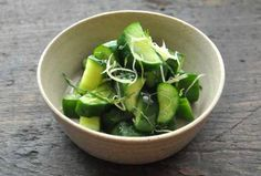 いちばん丁寧な和食レシピサイト、白ごはん.comの『きゅうりの浅漬けの作り方』のレシピページです。生姜の千切りと大葉の千切りを用意して混ぜ込むととても美味しくなります!『浅漬けの作り方(3種類紹介)』を参考に、きゅうりの浅漬けを作りましょう。