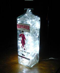 Lámpara artesanal con botella de Beefeater. https://www.facebook.com/ceraymadera