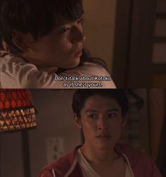 """Kotoko se queda dormida y Keita se ofrece para llevarla a su casa, pero Naoki llega y trata de despertarla para llevársela. Keita: """"Yo la llevaré a casa segura. ¿Por qué no regresas con tu harem? No tienes interés en ella"""". Naoki: """"Cállate. Si estoy interesado en ella o no, no es de tu incumbencia. Mantente al margen de esto""""- Ella despierta y él la toma en brazos. Mientras salen le dice a Keita: """"Y Kamogari...no hables de Kotoko como si fuera tuya"""" - Itazura na Kiss Love in Tokyo 2…"""