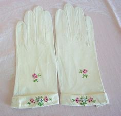 Vintage White Kid Leather Gloves with Floral Embroidery