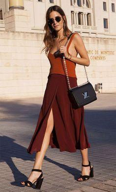 Street style look com vestido midi.
