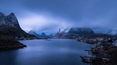 Whem winter slowly comes to town... by FelixInden