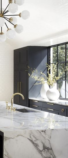 The 50 BEST BLACK KITCHENS - kitchen trends you need to see. It is no secret, in the design world, that dark kitchens are all the rage right now! Black kitchens have been popping up left and right and we are all for it, well I am anyways! Modern Kitchen Design, Interior Design Living Room, Kitchen Designs, Modern Design, Modern Home Interior Design, Contemporary Interior, Modern Grey Kitchen, Modern Scandinavian Interior, Minimal Kitchen