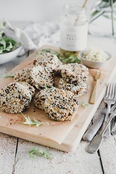 Vegan Sesame & Red Lentil Patties - a super easy & delicious recipe, perfect for quick weeknight dinners. Lentil Dishes, Savoury Dishes, Savoury Recipes, Whole Food Diet, Whole Food Recipes, Dinner Recipes, Lentil Patty, Lentil Recipes, Vegetarian Recipes