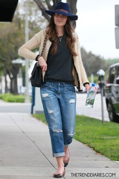 Love this look! Three classic staples: Chanel classic bag, jacket and flats