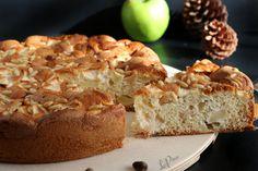 Torta con mele e pinoli Bread, Desserts, Food, Tailgate Desserts, Meal, Brot, Dessert, Eten, Breads