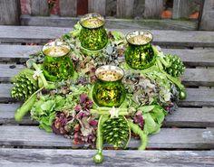 Hortensienkranz als Adventskranz - Giftgrün von kunstbedarf24 auf DaWanda.com