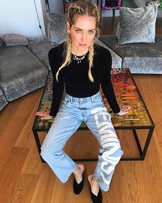 Short break from my Hawaii photos to let you know my favorite @shopjaydee feminist jeans + @josefinasportugal shoes are now online on #ShopTheBlondeSalad, link in my Instagram stories