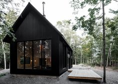 Exterior, Metal Roof Material, Gable RoofLine, Metal Siding Material, and House Building Type The vertical corrugated metal siding mimics the verticality of the trees. Photo 5 of 15 in This Chic Chalet Harmonizes With Quebec's Lush Forests Design Exterior, Modern Exterior, Construction Chalet, Black House Exterior, Metal Siding, Metal Roof, Home Fashion, Modern Farmhouse, Rustic Modern