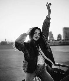 Teenage Girl Photography, Tumblr Photography, Girl Photography Poses, People Photography, Best Photo Poses, Poses For Photos, Photos Du, Girl Photos, Foto Instagram