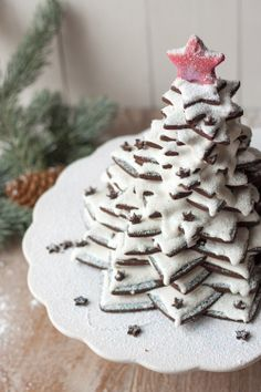 How to Make a Christmas Tree with Cookies{click link for full tutorial}