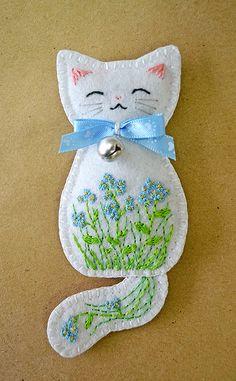 Forget-me-not Meadow Kitten felt brooch by Ailinn-Lein.deviantart.com on @DeviantArt
