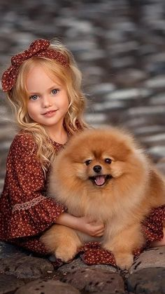 Young girl and Pomeranian 💕💕💕💕 Beautiful Children, Beautiful Babies, Animals Beautiful, Cute Little Girls, Cute Kids, Cute Babies, Animals For Kids, Baby Animals, Cute Animals