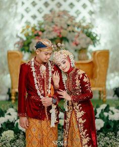Muslimah Wedding Dress, Muslim Wedding Dresses, Hijab Bride, Wedding Hijab, Javanese Wedding, Indonesian Wedding, Foto Wedding, Dream Wedding, Acrylic Wedding Invitations