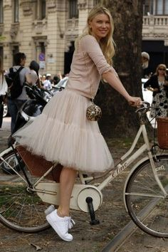 Gallery: Womens Street Style at Milan Fashion Week Spring 2015 menswear P - Womens Bicycle - Ideas of Womens Bicycle - Gallery: Womens Street Style at Milan Fashion Week Spring 2015 menswear Photo by Anthea Simms Black Tulle Skirt Outfit, Tulle Skirt Dress, Tulle Skirts, Tulle Skirt Outfits, Tutu Skirt Women, Tulle Tutu, Women's Skirts, Skinny Jeans Schwarz, Silvester Outfit
