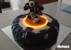 Skylanders Portal birthday cake - made with a glowstick! 7th Birthday Cakes, 11th Birthday, 6th Birthday Parties, Fondant Icing, Fondant Cakes, Skylanders Party, Rolling Fondant, Festivus, Glow Party