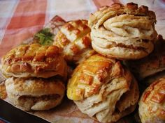 Régimódi tepertőspogácsa – Brioche, avagy kalandozások a desszertek világában- Inzulinrezisztens barát alapanyagok felhasználásával Jamie Oliver, Baked Potato, Waffles, Potatoes, Bread, Chicken, Baking, Breakfast, Cake