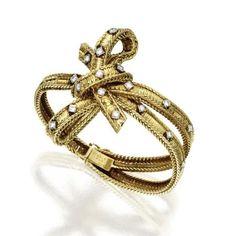 18 Karat Gold, Platinum and Diamond Bow-Knot Bracelet, Sterlé, Paris, Circa 1950