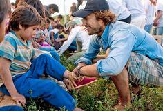 Conocer la historia de unos niños descalzos fue el punto de inflexión para su proyecto social
