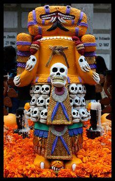 DIA DE MUERTOS/DAY OF THE DEAD~Ofrenda Dia de Muertos Panteon San Fernando by Diego Uriarte, via Flickr.