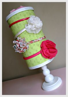 A really neat DIY headband holder made from a repurposed oatmeal container! Baby Crafts, Fun Crafts, Diy And Crafts, Crafts For Kids, Arts And Crafts, Diy Hair Bow Organizer, Headband Organization, Headband Storage, Diy Headband Holder
