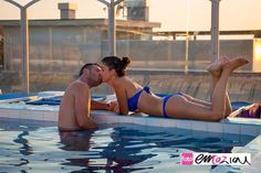 Engagement fun photos shooting at sunset time in the gorgeous swimmingpool of #grandealbergo in #Sestrilevante.