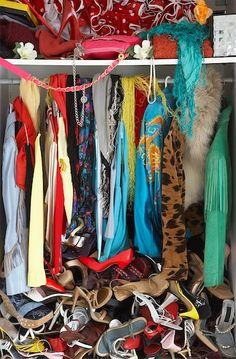 Simple Steps to De-clutter Your Closet