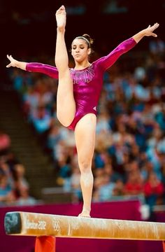 Aly Raisman of the USA in the Women's Artistic Gymnastics Individual All-Around Final at the London 2012 Olympic Games Gymnastics Quotes, Gymnastics Team, Gymnastics Pictures, Artistic Gymnastics, Olympic Gymnastics, Gymnastics Leotards, Olympic Games, Gymnastics Problems, Acrobatic Gymnastics