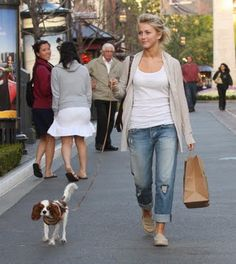 Cute and casual outfit. Julianne Hough