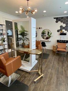 Home Beauty Salon, Home Hair Salons, Hair Salon Interior, Beauty Salon Decor, Salon Interior Design, Home Salon, Salon Design, Hair And Beauty Salon, Beauty Room Decor