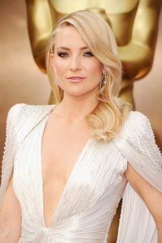 Mit den blonden leichten Wellen hat Kate Hudson eine ausgezeichnete Wahl für ihr halblanges Haar getroffen #Oscars2014